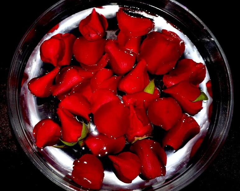el Baño de rosas rojas