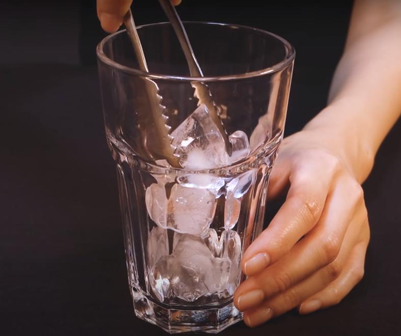 Ritual con cubos de hielo